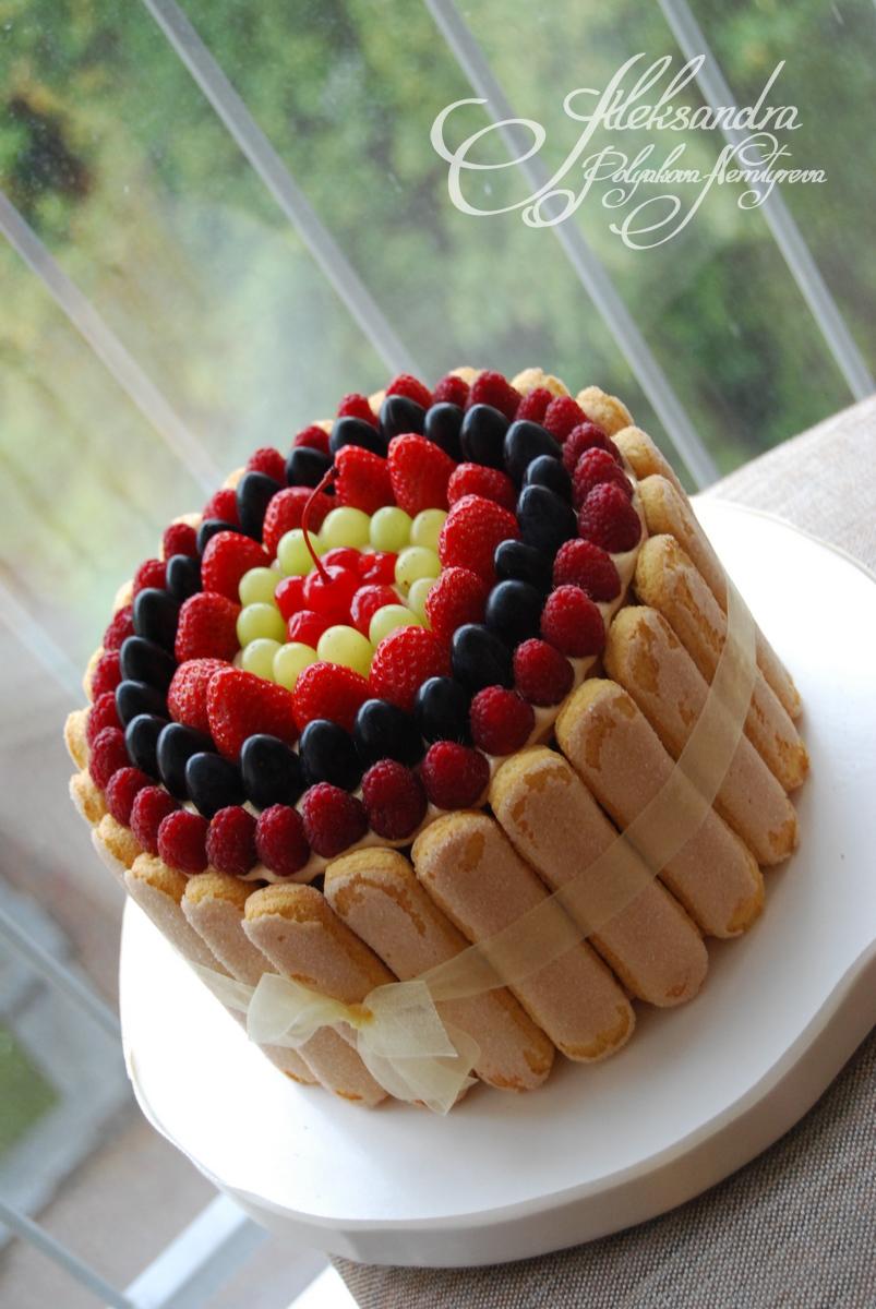 Торт украшенный печеньем