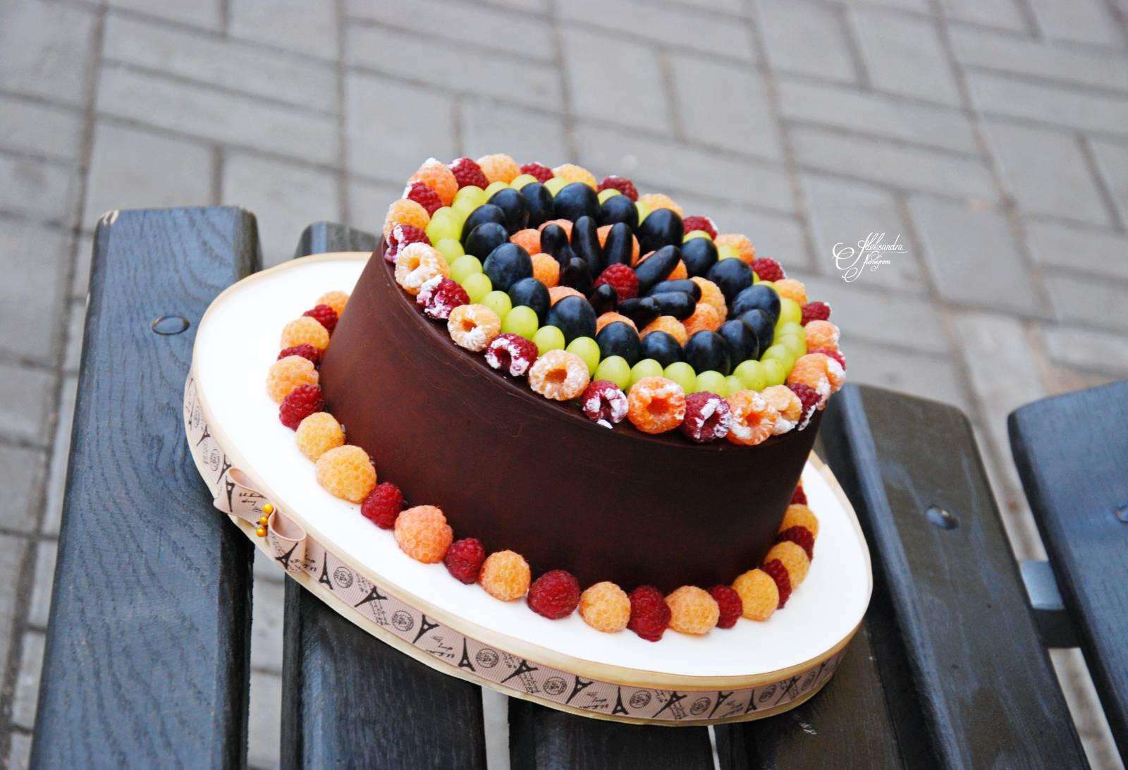Шоколадный торт с фруктами в домашних условиях